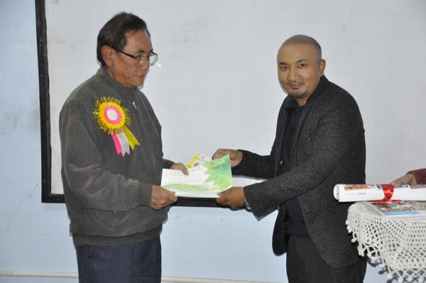 HOD of CE handing over the certificate to A. Narendradhwaja