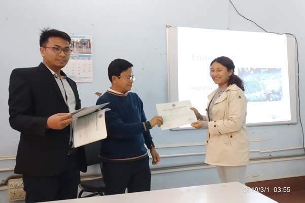 Certificate distribution by expert to participants