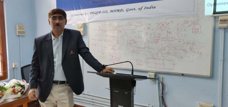 Dr. Raghavendra Pratap Singh (Scientist- G, SAC-ISRO) giving lecture on fundamentals of satellite technology on 5 August, 2019.
